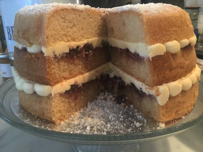 gluten-free-victoria-sponge-featured-image